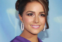Olivia-culpo-lilac-makeup-for-latinas-side